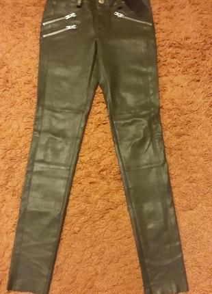 Кожаные брюки gestuz цвета хаки