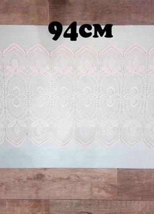 Ажурная салфетка-скатерть на стол белого цвета