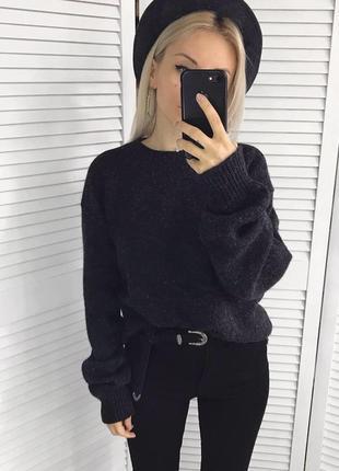 Об'ємний грфітовий светрик з чистої шерсті