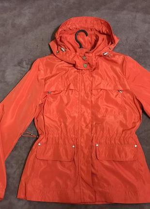 Куртка,ветровка,дождевик.