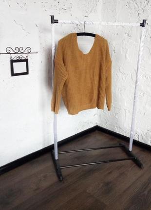 Трендовый свитер с оригинальной спинкой qed london