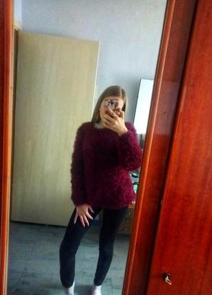 Нeрeально стильный бордовый свитер травка