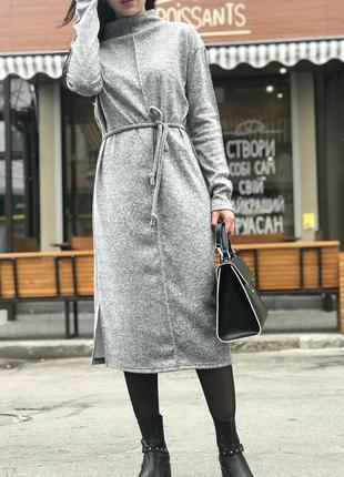 Платье с центральным швом в комплекте с поясом! цвет серый! длина миди