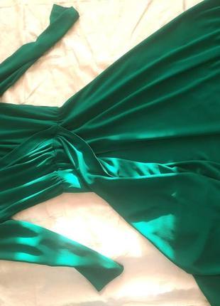 Изумрудное платье, разрез от бедра на одну ножку4