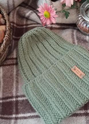 Вязаная   шапочка  из шерсти ягнят в  цвете   аспарагус hand  made