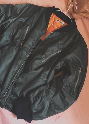 Курточка бомбер