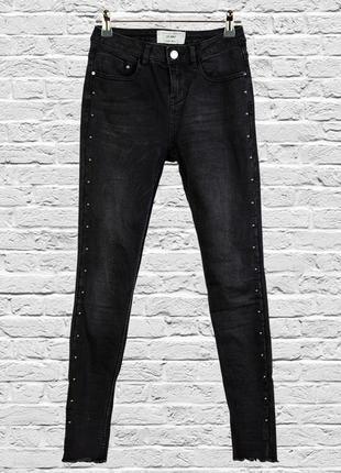 Узкие джинсы скинни, черные джинсы с рваными штанинами