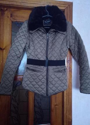 Класна тепленька курточка