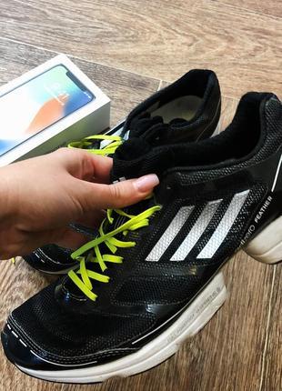 Крутые кроссовки фирмы adidas