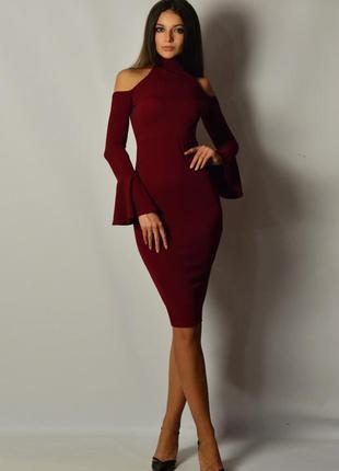 Стильное и сексуальное красное платье по фигуре миди рукава клеш открытая спина