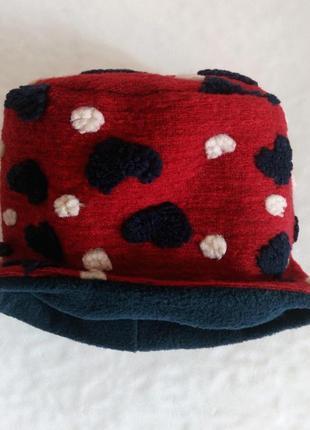 Яркая флисовая шапка
