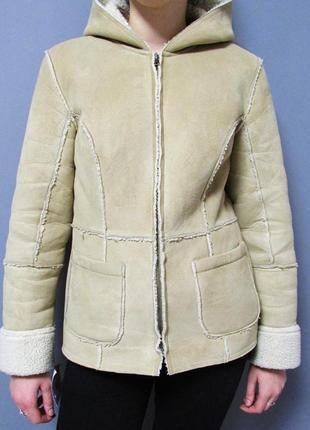 Теплая бежевая куртка дубленка на овчине