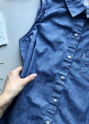 Оригинальная джинсовая рубашка без рукавов   / удлинённая рубашка без рукавов levis5 фото
