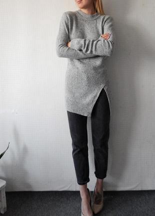 Серый длинный свитер  с разрезом zara
