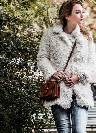Белая шубка-пальто из искусственного меха в размере м