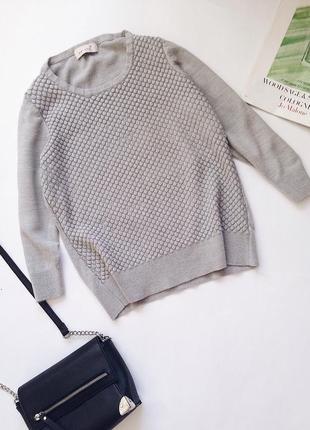 Красивый серый свитер с трёхчетвертным рукавом