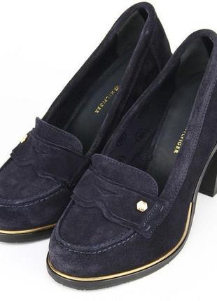 Туфлі натуральні на товстому каблуку
