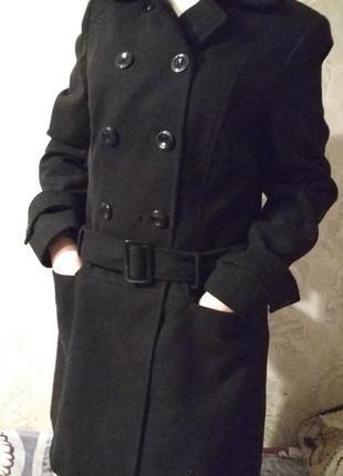 Пальто чёрное на пуговицах