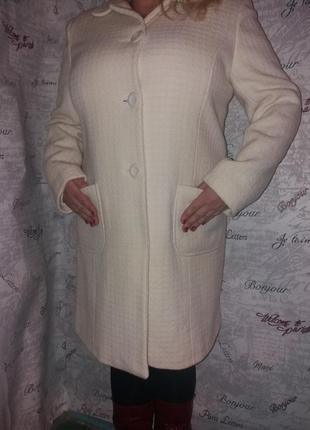 Шерстяное пальто молочного цвета 54 размер