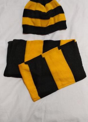 Комплект шапка и шарф желтый черный в полоску демисезонный