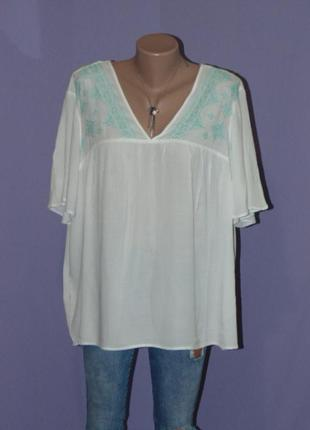 Блузочка с нежной вышивкой/18 размера