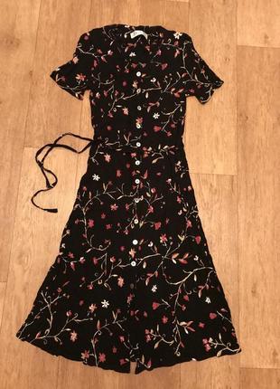 Красивое миди платье в цветочный принт
