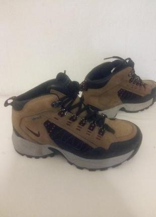 Кожаные спортивные трекинговые ботинки nike