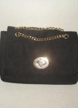 Новая!фирменная небольшая черная сумочка на цепочке