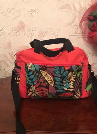 Яркая спортивная сумка для молодой барышни ( не сток) египет