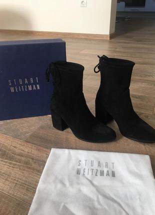 Ботинки чёрные на низком каблуке stuart weitzman