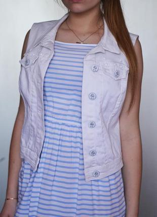 Белая джинсовая жилетка жакет bershka