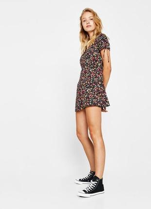 Распродажа вискозный комбинезон с шортами в цветочном принте bershka