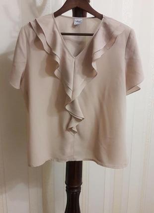 Скидка -50% на вторую вещь нежная бежевая шелковая базовая блузка с воланами
