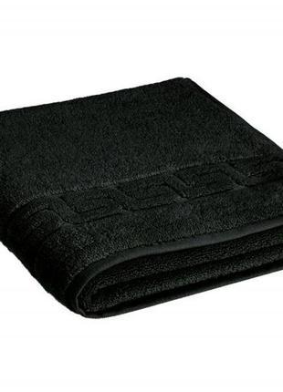Черное полотенце банное