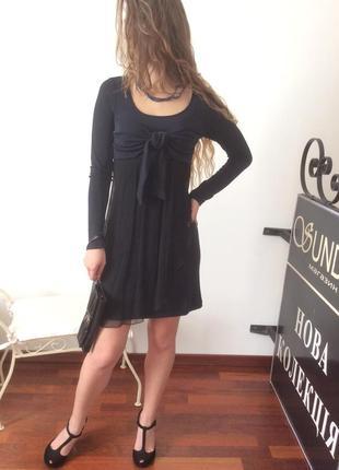 Темно-синее с чёрным платье на груди бант