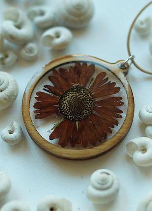 Круглый кулон с цветком \ ручная работа \ рамка из дерева