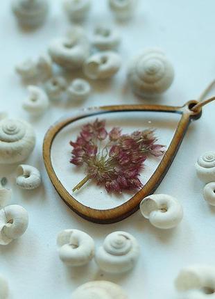 Кулон-капля с соцветием дикого лука \ рамка из дерева