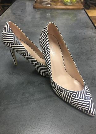 Туфли на шпильке эффектные go-go