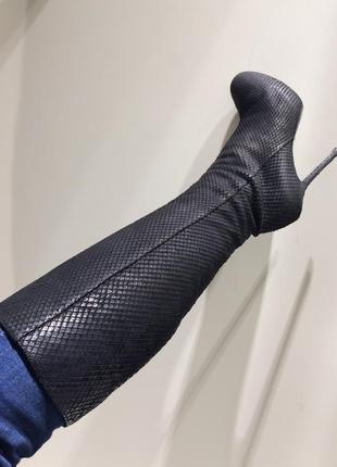 Кожаные высокие сапоги на каблуке италия