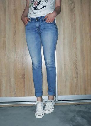 Классные светло-голубые мягкие джинсы american eagle