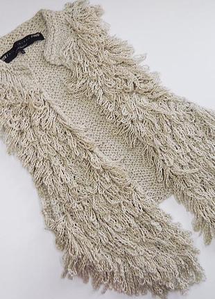 Пушистая вязанная жилетка жилет