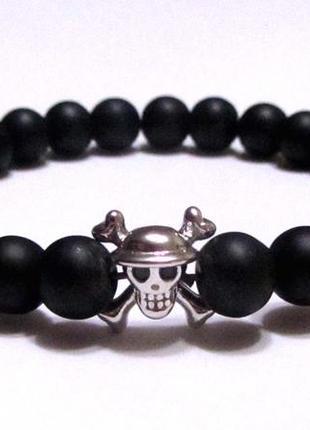 Мужской браслет из натурального камня и бусина череп с костями. фурнитура lux milano.