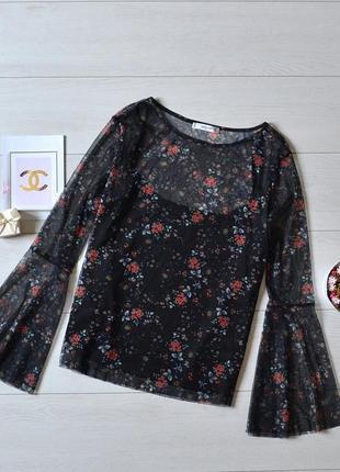 Стильна блуза в квіти з рукавами воланами mango.