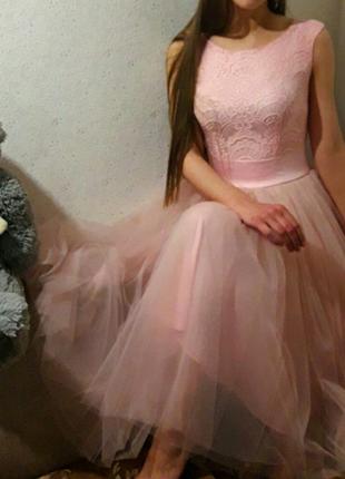 Выпусккное вечернее платье