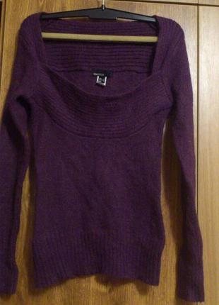 Джемпер с интересным вырезом, насыщенного фиолетового цвета, из тонкого мохера от  mango