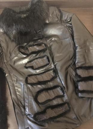 Качественная кожаная демисезонная/зимняя курточка с натуральным мехом утепленная1