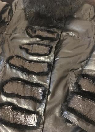 Качественная кожаная демисезонная/зимняя курточка с натуральным мехом утепленная2