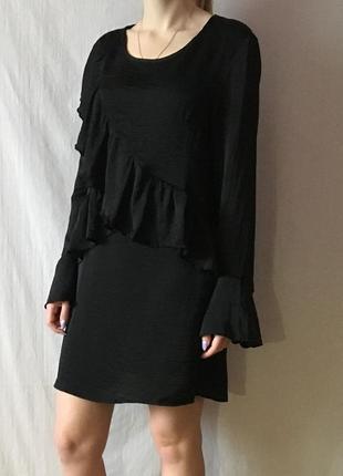 Стильное сатиновое платье с воланами1
