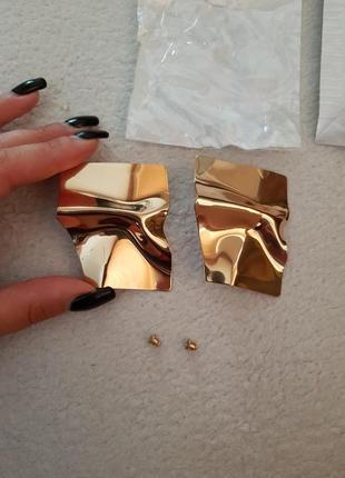 Зеркальные серьги золотистого цвета5