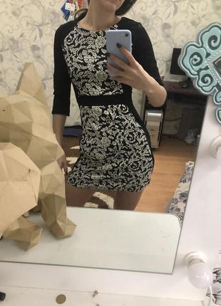 Обтягивающее платье по фигуре